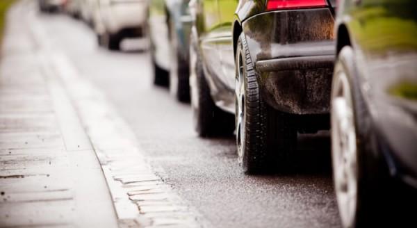 fila-de-carros-cuidados-na-estrada